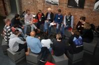 Gesprächsrunde während des Global Goals Aktionstags 2018 in Stuttgart. (Bildquelle: FDFP/element-i Bildungsstiftung/Perper)