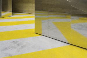 Fußboden mit Linien im Spiegel