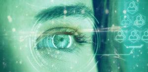 Auge hinter digitaler Scheibe