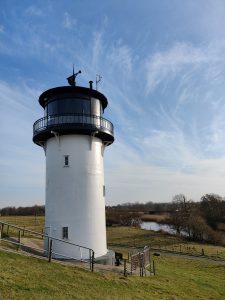 idylischer Leuchtturm an der Küste